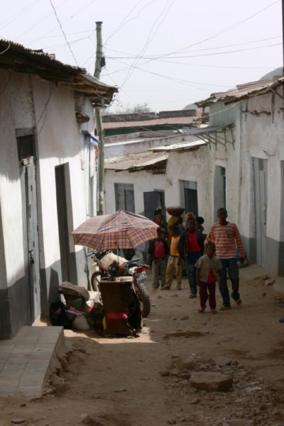 Maybe you have seen several old towns, but the old town of Harar does seem different